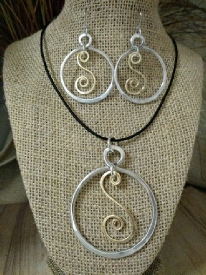 Mixed Metal Circle S Necklace Earrings