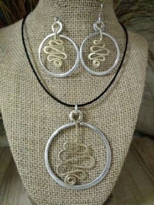 Mixed Metal Circle Squiggle Necklace Earrings