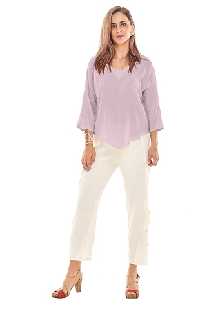 OMG -  A cotton gauze V-neck top with delicate point detail at the bottom. A staple piece for your wardrobe!